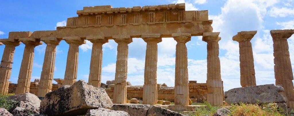 Segesta, tempio, vacanze studio in italia, soggiorni linguistici in italia, viaggi di gruppo in italia, lingua italiana, viaggi culturali in italia